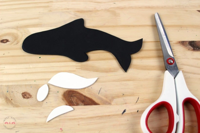 Weekly letter craft O is for Orca. Great for preschool letter recognition. Free printables for teachers and parents!