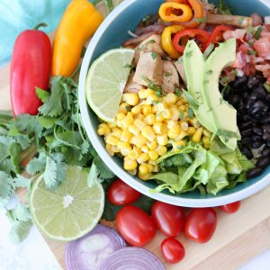 Make ahead lunch ideas - Copycat Chipotle burrito bowl recipe. Make on Sunday and have lunch all week!