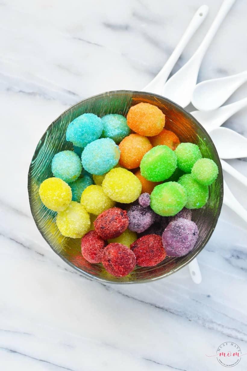Rainbow Jello frosted grapes recipe! Rainbow frosted grapes are fun rainbow food that are also a gluten free treat!