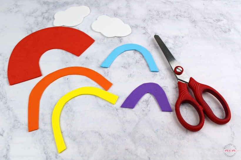 R is for Rainbow letter craft for kids! Fun weekly letter craft series with free printable templates for fun kids activities.