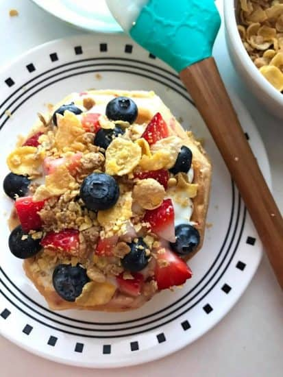 These Father's Day breakfast ideas are a scrumptious way to start the day and show Dad just how much he means to you.  Let's take a look at some wonderful Fathers' Day breakfast ideas.