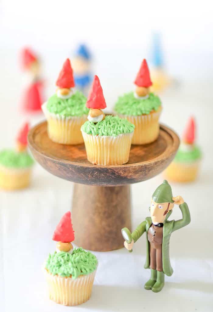 Sherlock Gnomes cupcakes