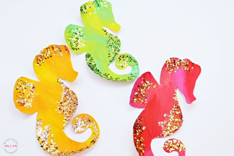 paper plate seahorse craft