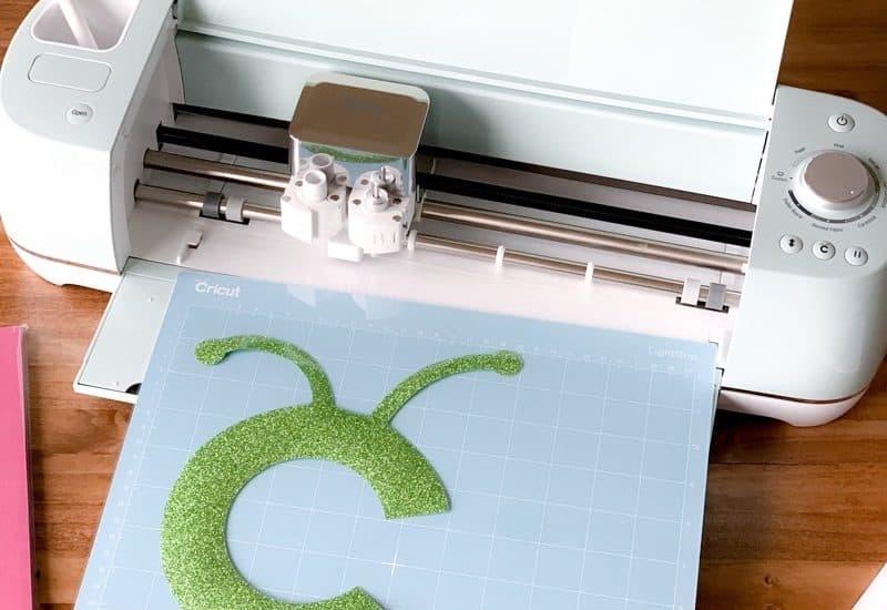 Cut vinyl on Cricut Explore Air 2
