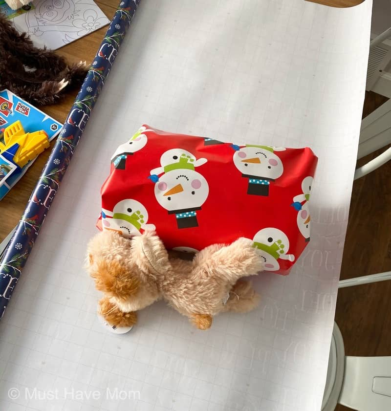 how to make a christmas wrapping paper gift game