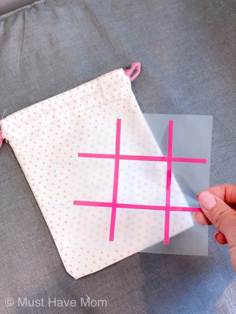 how to put tic tac toe board on cotton bag