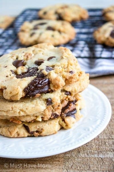 chocolate chunk cookies with walnuts
