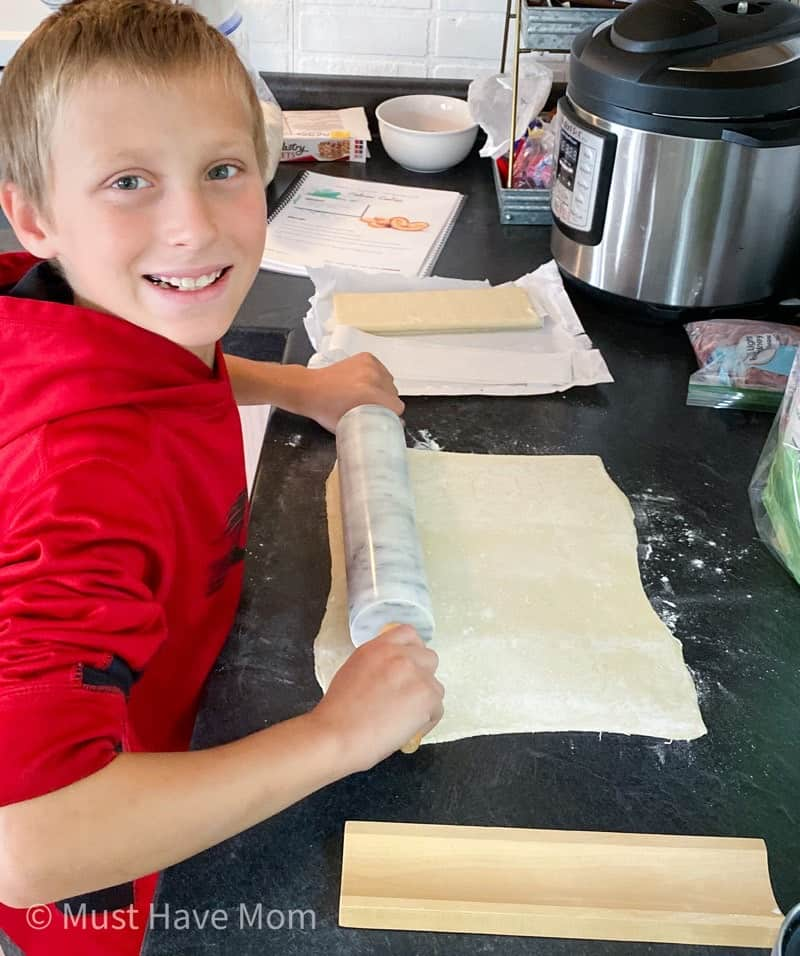 roll out puff pastry dough