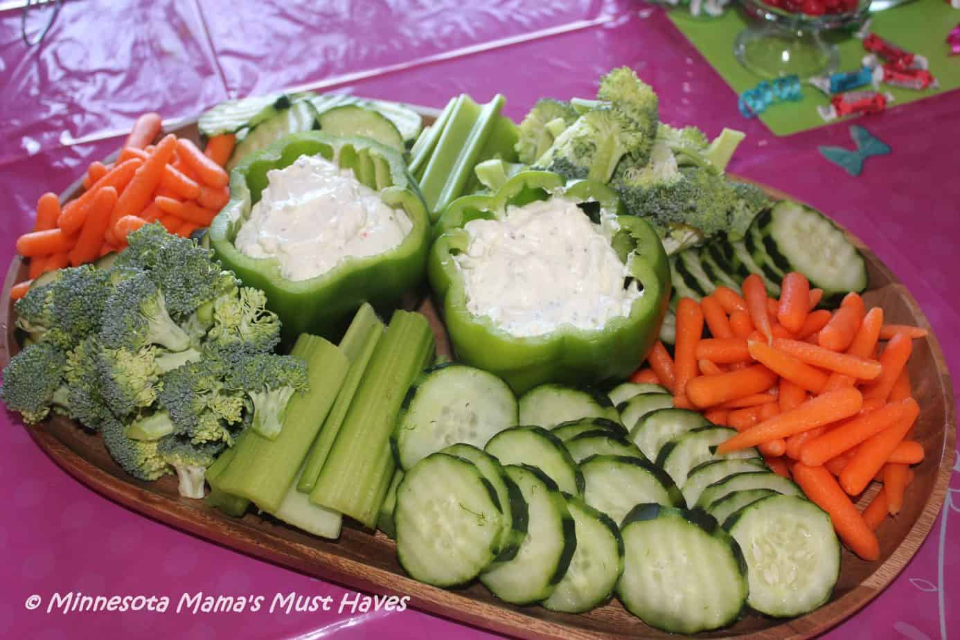 Easy veggie tray idea with bell pepper dip bowl! Love this easy entertaining idea.