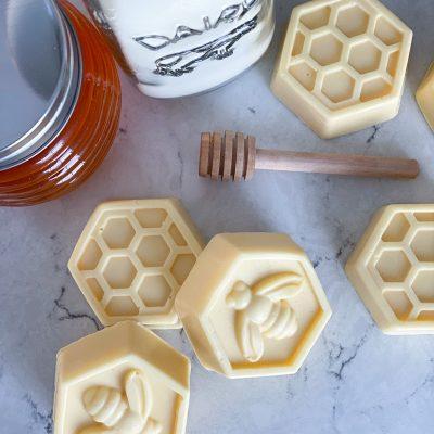 Homemade Soap Recipe – 10 Minute Bee Soaps!